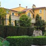 Home for Sale in Exclusive Neighborhood